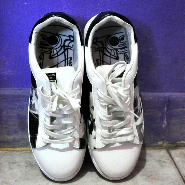Sneaker Wanita Warna Putih
