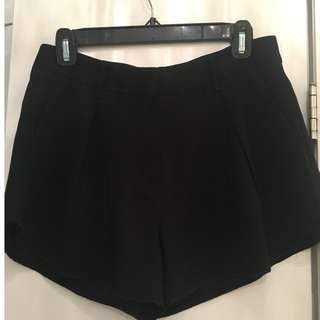 Aritzia - Babaton Dress Shorts -  Size 4