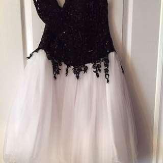 Black Sequence And White Tool Skirt With Detail