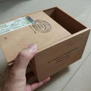 Hoyo De Monterrey epicure No 2 Cigar Box