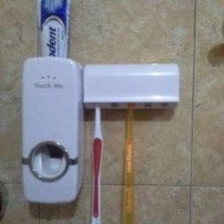 dispenser pasta gigi dan wadah untu kemyimpan sikat gigi
