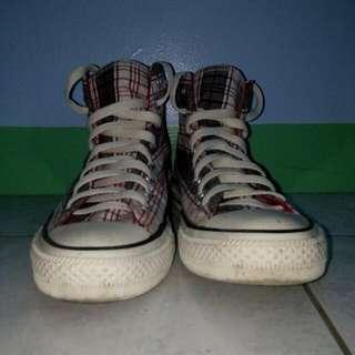 Hi-cut Converse