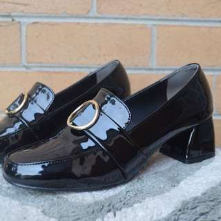 Oxford Black Patent Leather Heel Loafer