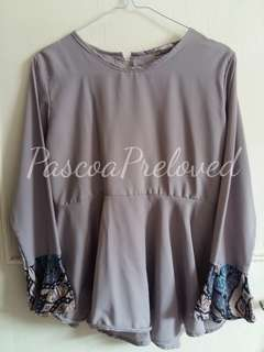 Moela Top Grey