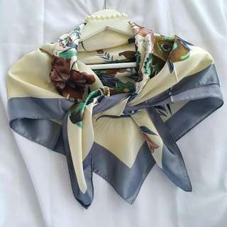 Silk scarves kerudung Turki ukuran 90x90cm.