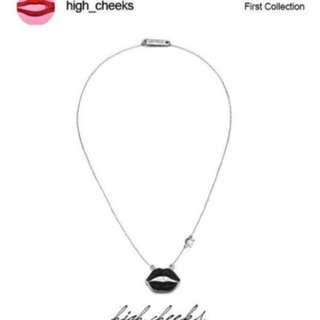 韓國免稅代購 highcheeks 人氣流行飾品  立體個性黑唇金屬水鑽項鍊 預購