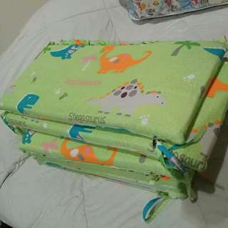 satu set bedding bayi