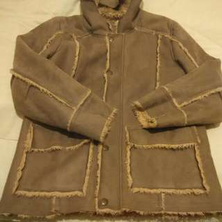 faux leather w/faux wool lining size:M that fits 1.65-1.85 excellent condition no damages,stains or defect