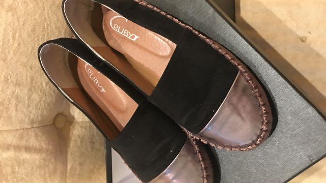 樂福休閒鞋 近全新 23.5cm