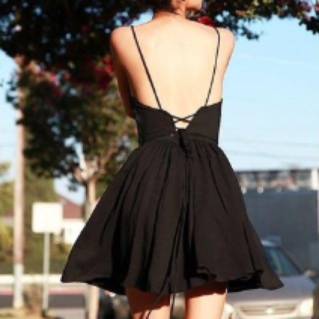 歐美連身裙 背後綁帶裙 A字裙 洋裝 黑色