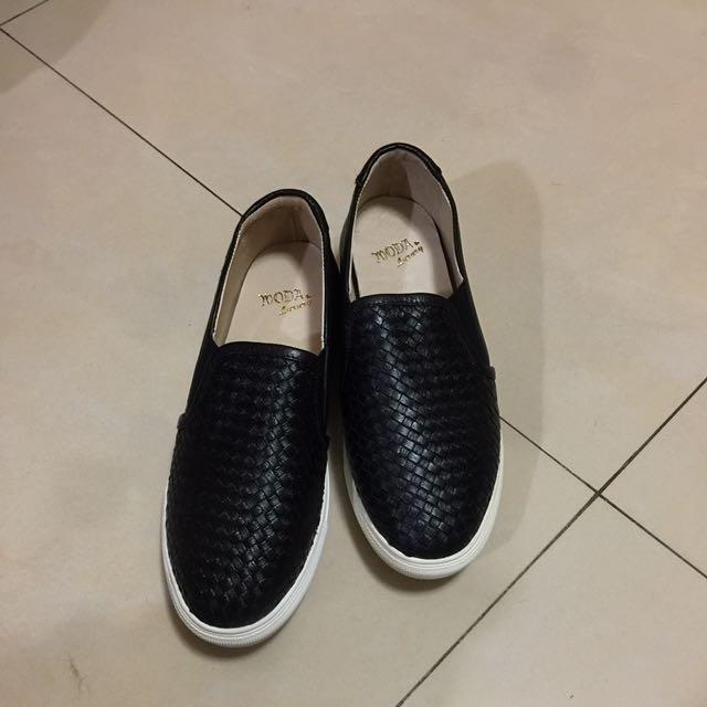 專櫃品牌 MODA Luxury 休閒類編織真皮女鞋-黑