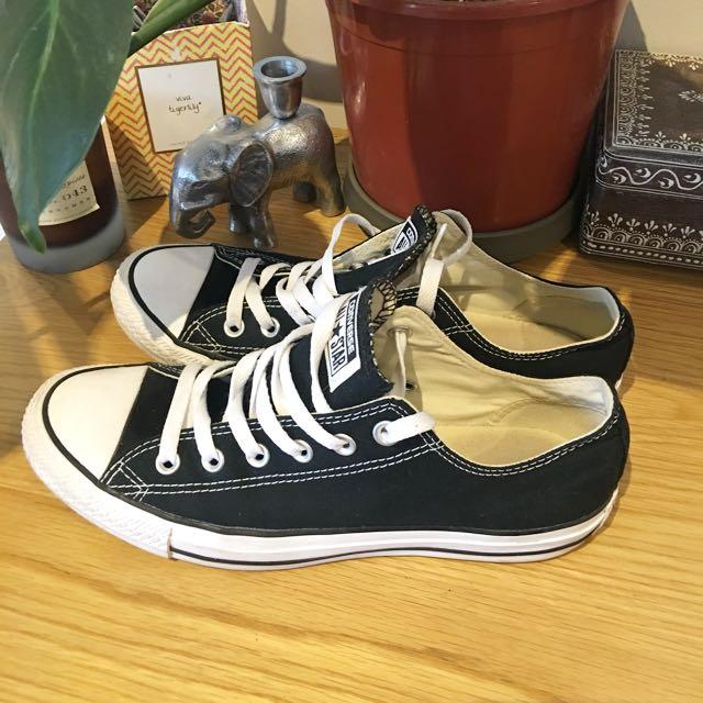 Black CONVERSE low Top Sneakers