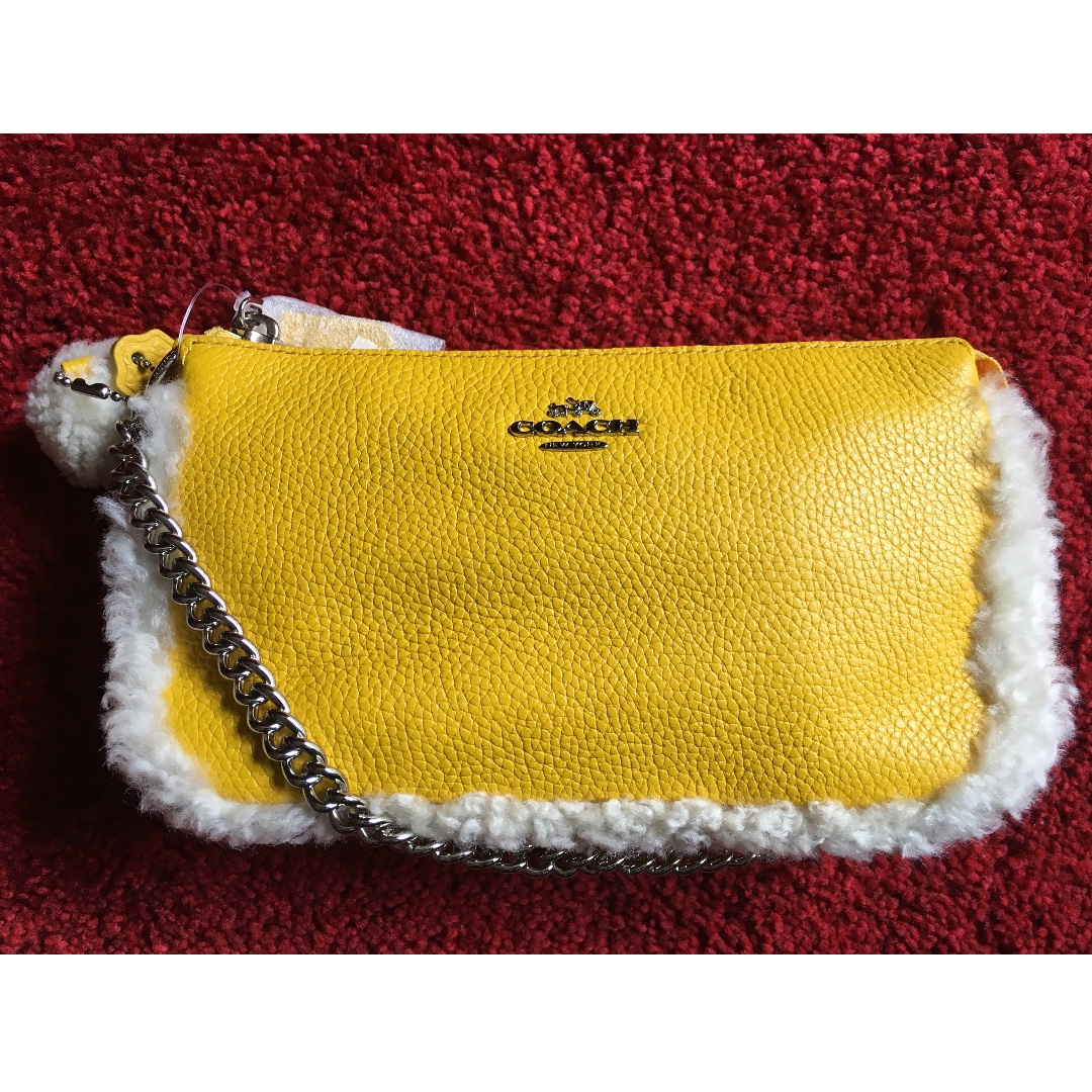 Coach Large Wristlet 19 in leather and shearling