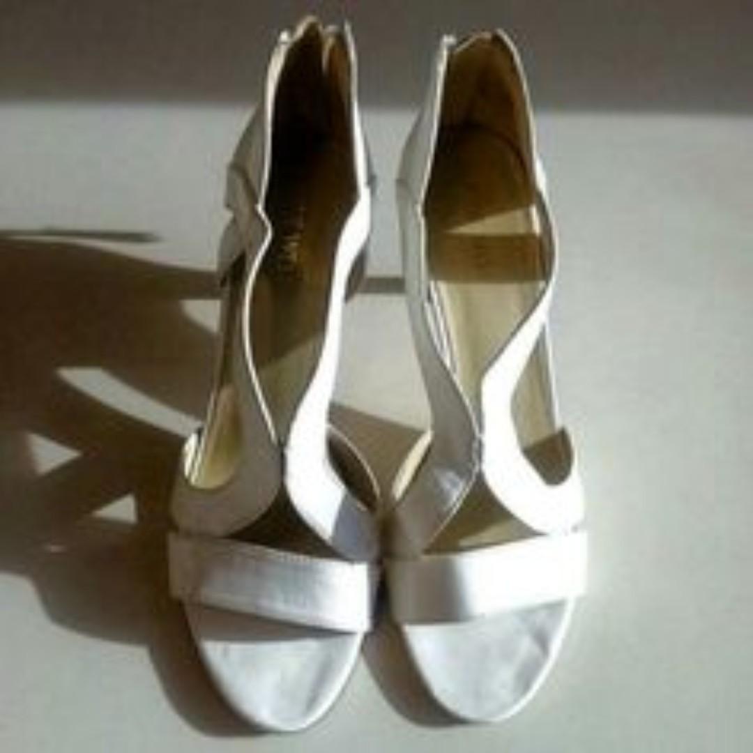Nine West白色涼鞋#我有涼鞋要賣