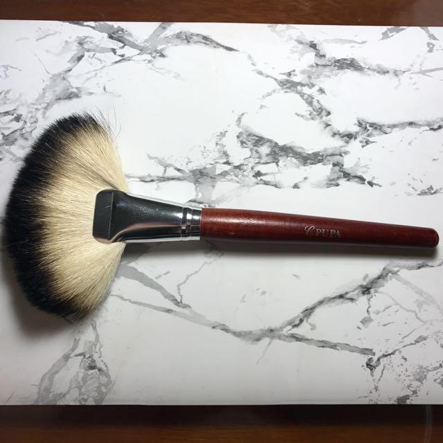 PUPA Fan Shape Loose Powder Brush
