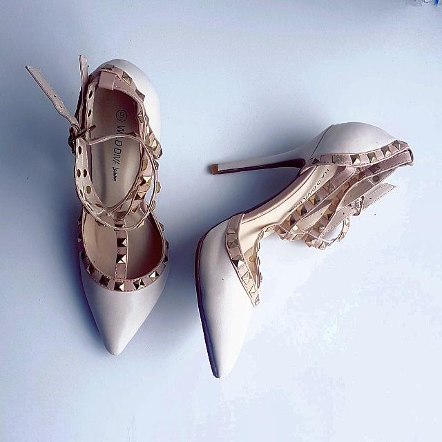 Size 8 Nude Dollhouse Heels With Gold Studs