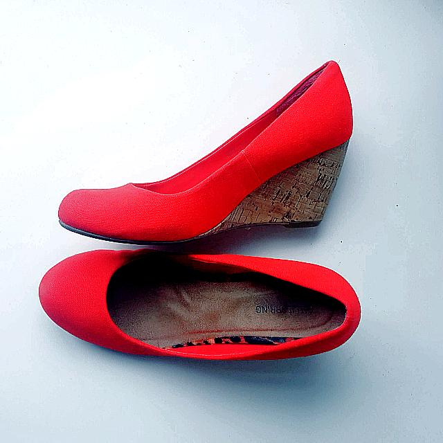 Size 9, Spring Red Wedges