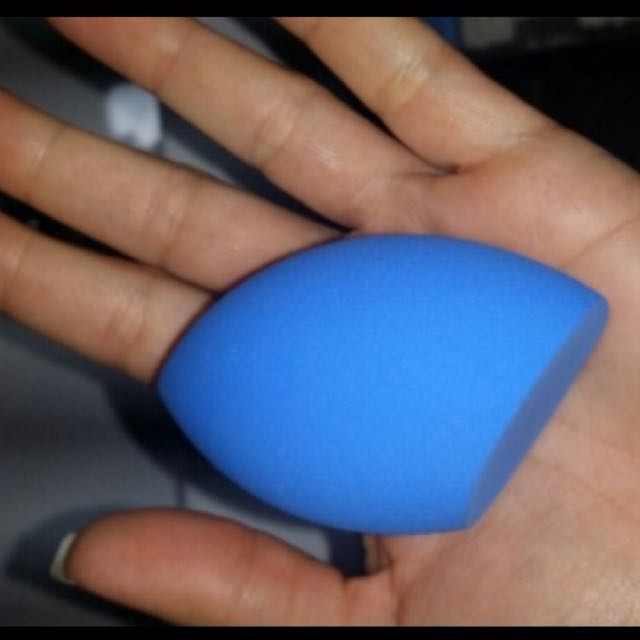 #thecafe Beauty Blender In Blue