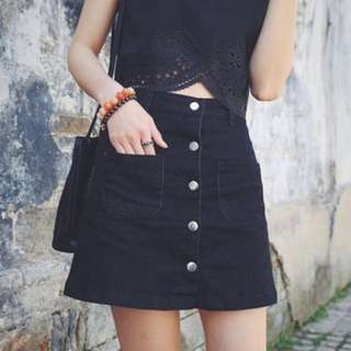 BLACK BUTTON SKIRT (NO POCKET)