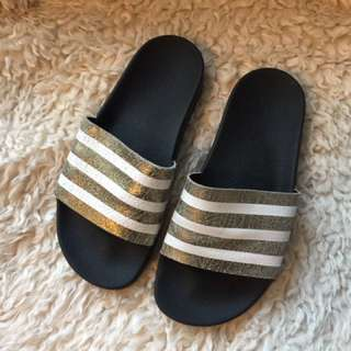 Adidas Gold White Slides Slippers Size 6 MENS (8 WOMENS - True To Size)