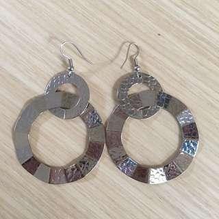 銀色垂掛耳環