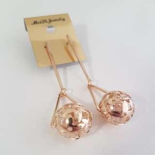 Bronze-Gold Dangling Earring