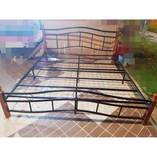 https://sg.carousell.com/furnituregurusingapore/ Open Today 1pm to 10pm !!!! Brand New King size Bed frame (Very Sturdy) 190 x 180 cm