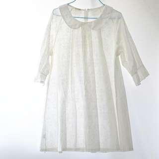 包郵。白色繡花彼得潘領連身裙