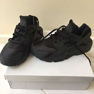 Nike Air Black Huaraches US 7