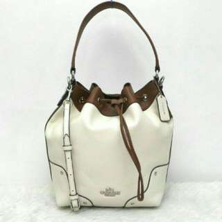 Coach Mickie drawstring Grain Leather In Brown/ White