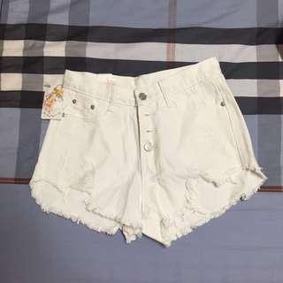 白色高腰牛仔熱褲