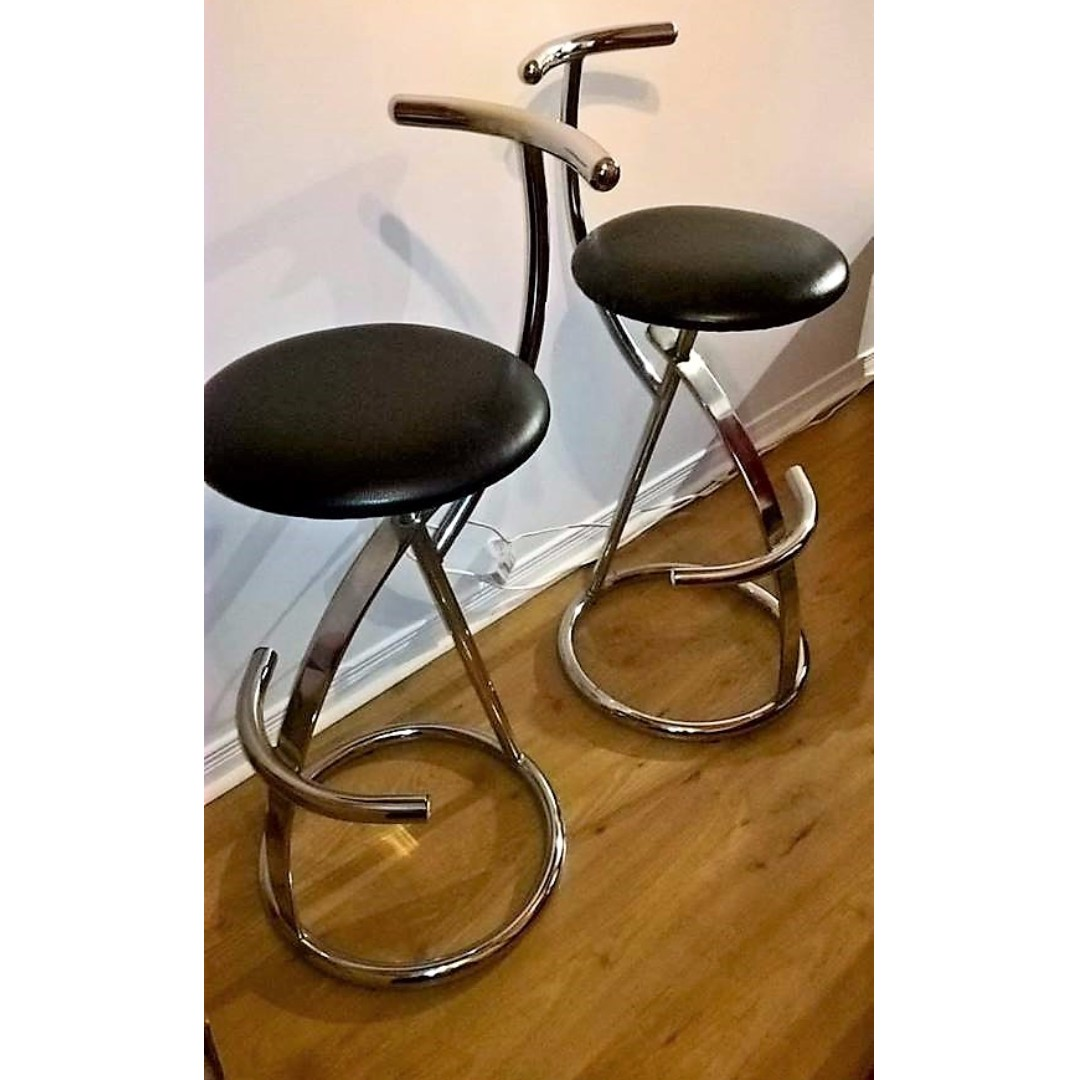 2 bar stools ( inox and leather)