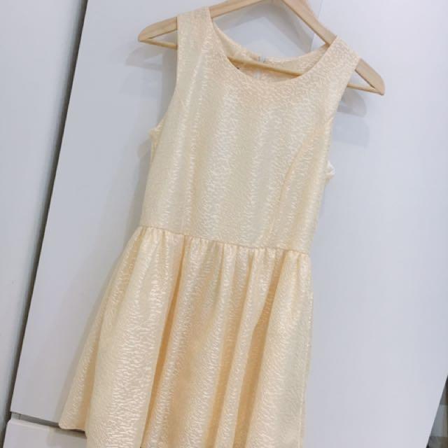 金色小洋裝