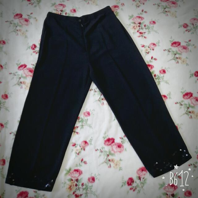 全新。黑色麻紗蕾絲長褲