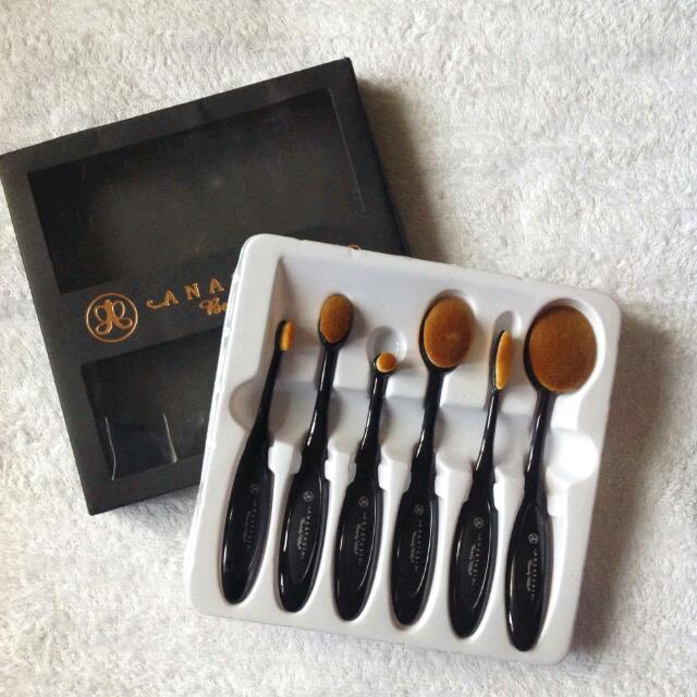 ABH 6 Paddle Brush  Price Negotiable!