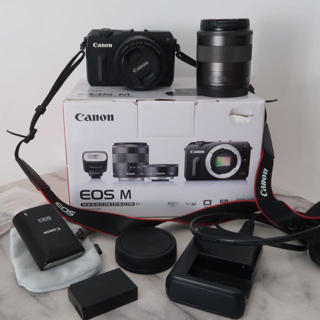 Canon EOS M + 18-55mm And 22mm EF-M Lens Kit + Canon 90EX Speedlite