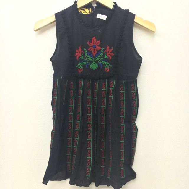 DISKON 50% Flower Embroidery Black Top