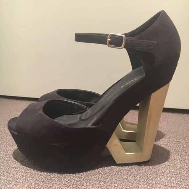 Freelance Cut Out Wedged Heel