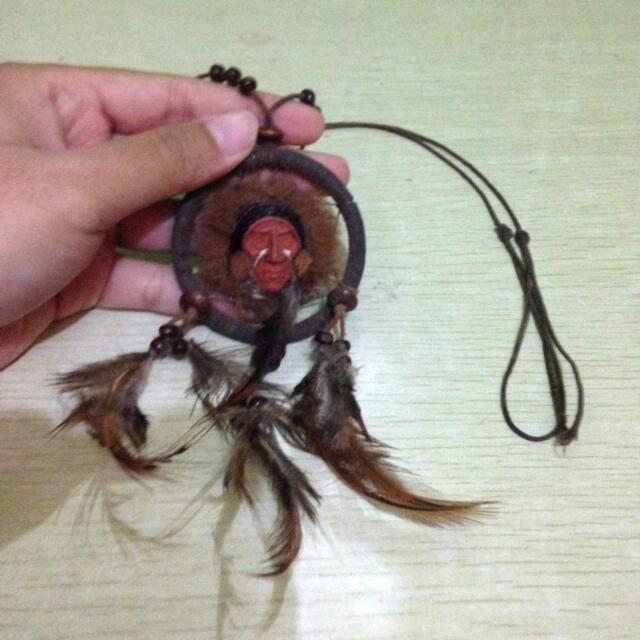 Kalung kepala cokelat