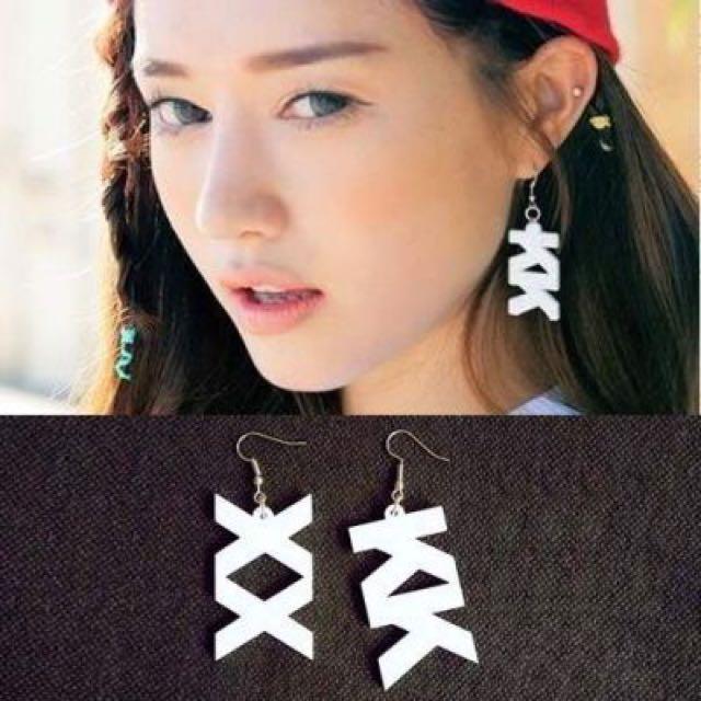 Large Acrylic Earrings Harajuku Wave White