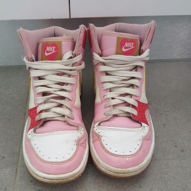 Nike 2008 Valentines Day Edition