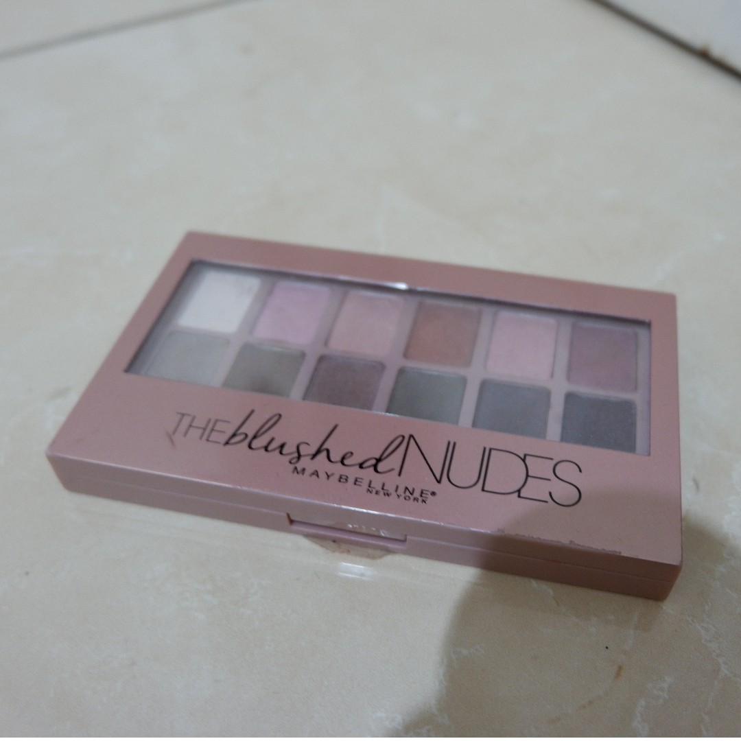 The Blushed Nudes Maybelline Eye Shadow