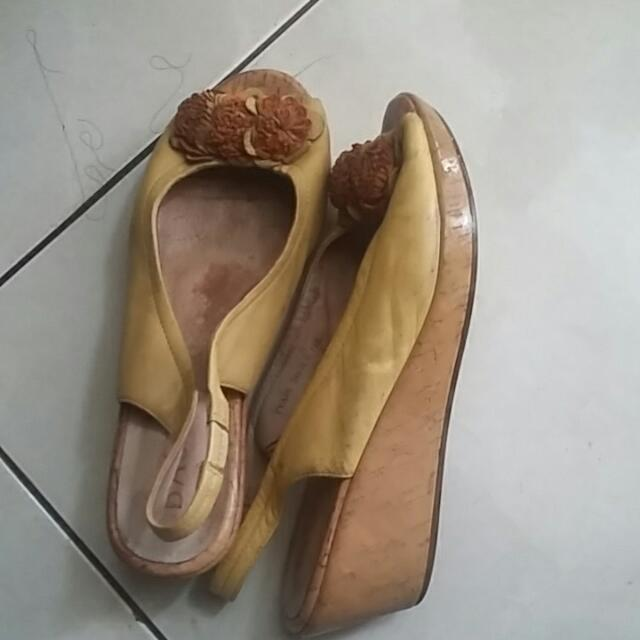 Woman Shoes Import