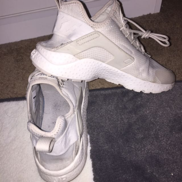 Women's NIKE Huaraches Off White Size 7 Sneakers