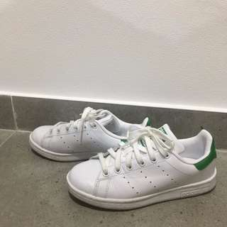 Unisex Adidas Originals White and Green Stan Smiths Trainers
