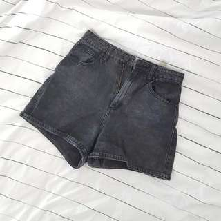 High Waisted Short Size 6