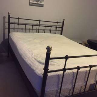 Queen Size Bed With Box And Mattress