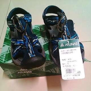 歐都納藍色水陸護指涼鞋