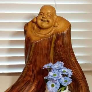 崖柏木雕:彌勒如來佛木雕,八大菩薩之一,能帶來慈愛及救渡;而木材為崖柏太行虎皮老料,氣味淳香,有助安神及淨化空氣,雕工精細,栩栩如生,具收藏價值,高9吋,像身3×5吋。