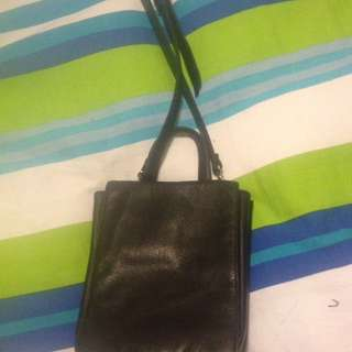 I'm Selling A Hand Bag very Pretty Paid $80 Selling For $10
